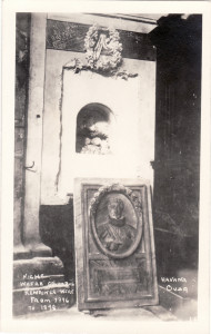 """Niche where Columbus Remains were."" American Photo Studios, Zenea (Neptuno) 43. Circa 1901-1915. Real Photo Postcard."