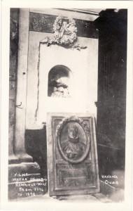 """""""Niche where Columbus Remains were."""" American Photo Studios, Zenea (Neptuno) 43. Circa 1901-1915. Real Photo Postcard."""