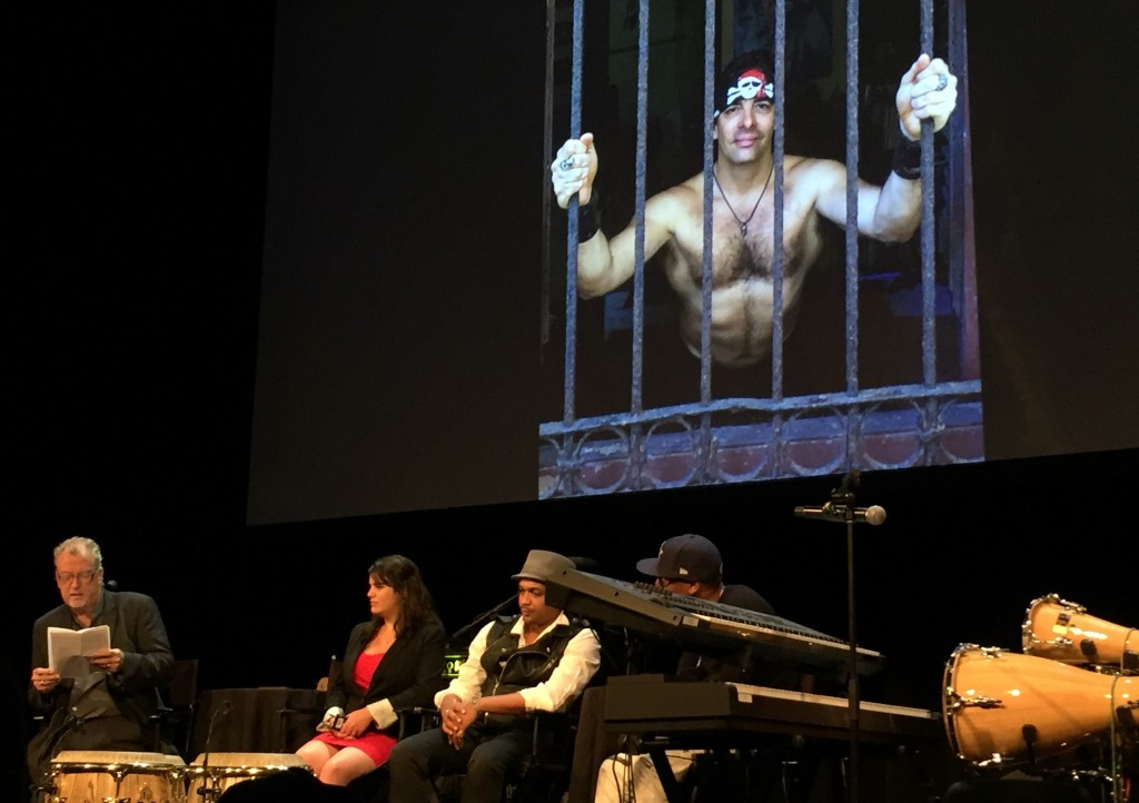 Photo 1, left to right: Jon Lee Anderson, Elaine Díaz, Descemer Bueno and Pedrito Martínez. Yoss appears on the screen. Photo by the author